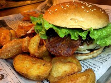 Santo Pecado Hamburguesa y patatas deluxe