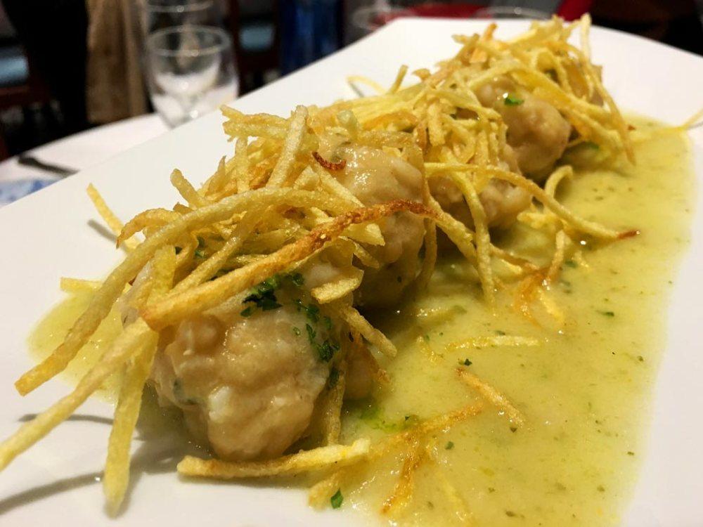 Albondigas de pescado merluza y sepia en salsa verde Restaurante El Aliño